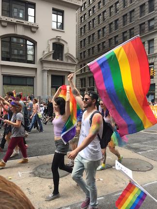 NYでゲイ・プライド・パレード2015、虹色のお祝いムードに!_c0050387_14244580.jpg