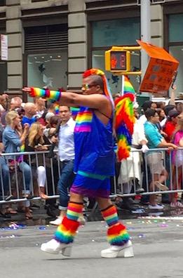 NYでゲイ・プライド・パレード2015、虹色のお祝いムードに!_c0050387_1427125.jpg