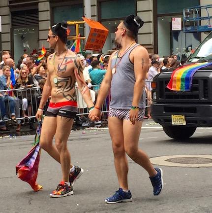 NYでゲイ・プライド・パレード2015、虹色のお祝いムードに!_c0050387_1427163.jpg