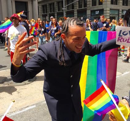NYでゲイ・プライド・パレード2015、虹色のお祝いムードに!_c0050387_14301313.jpg