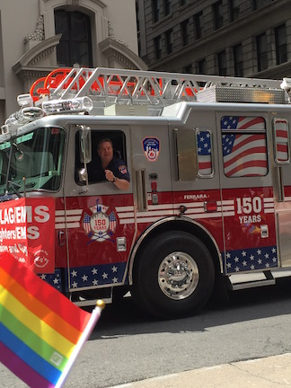 NYでゲイ・プライド・パレード2015、虹色のお祝いムードに!_c0050387_14311378.jpg