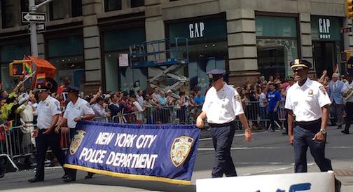 NYでゲイ・プライド・パレード2015、虹色のお祝いムードに!_c0050387_14314272.jpg