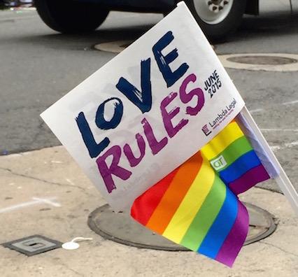 NYでゲイ・プライド・パレード2015、虹色のお祝いムードに!_c0050387_1432597.jpg