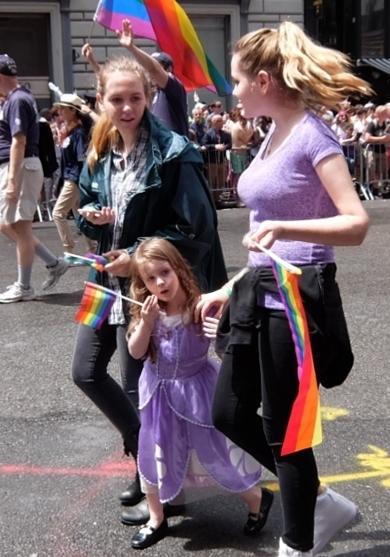 NYのゲイ・プライド・パレードに子ども達もいっぱい参加してる理由_b0007805_1249561.jpg