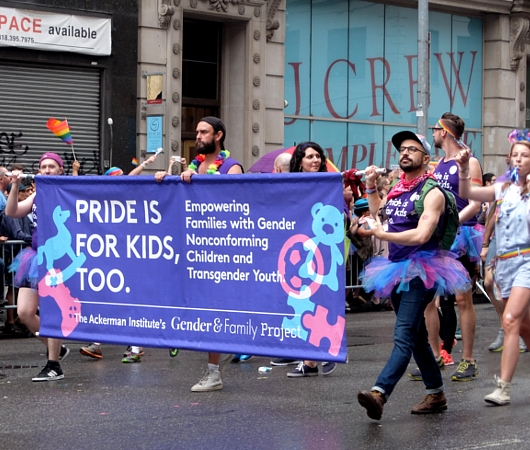 NYのゲイ・プライド・パレードに子ども達もいっぱい参加してる理由_b0007805_12583179.jpg