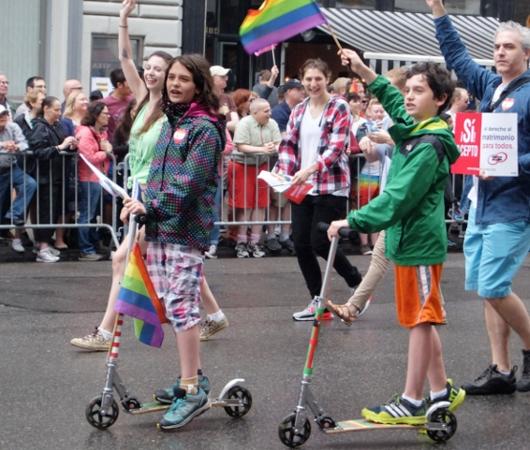 NYのゲイ・プライド・パレードに子ども達もいっぱい参加してる理由_b0007805_12585397.jpg