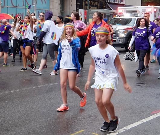 NYのゲイ・プライド・パレードに子ども達もいっぱい参加してる理由_b0007805_12592840.jpg