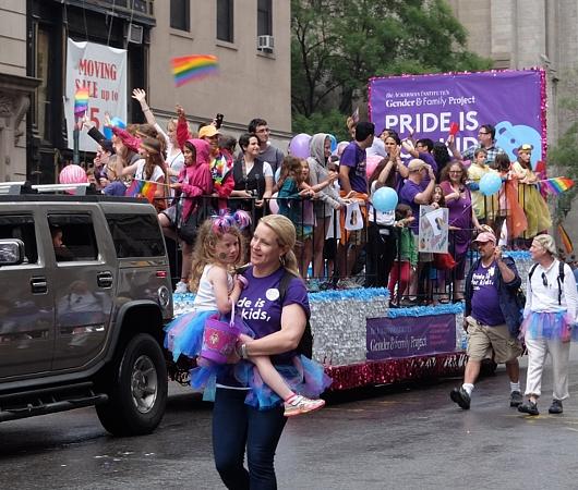 NYのゲイ・プライド・パレードに子ども達もいっぱい参加してる理由_b0007805_1301747.jpg