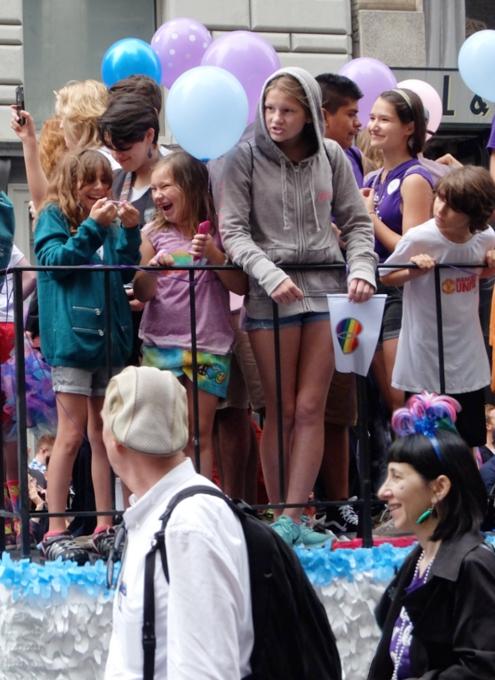 NYのゲイ・プライド・パレードに子ども達もいっぱい参加してる理由_b0007805_1303518.jpg