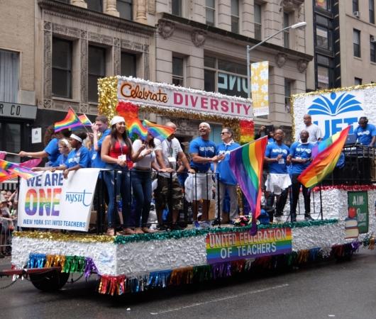 NYのゲイ・プライド・パレードに子ども達もいっぱい参加してる理由_b0007805_1354033.jpg