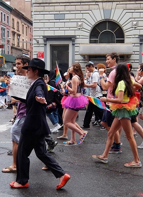 NYのゲイ・プライド・パレードに子ども達もいっぱい参加してる理由_b0007805_1361031.jpg