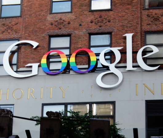 GoogleNY本社もこんなロゴでゲイ・パレードをお祝い_b0007805_172651.jpg