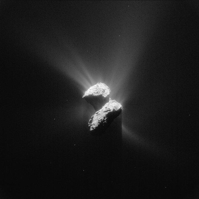 彗星探査機ロゼッタが捉えたチュリュモフ・ゲラシメンコ彗星の神秘的な姿_d0063814_14540223.jpg