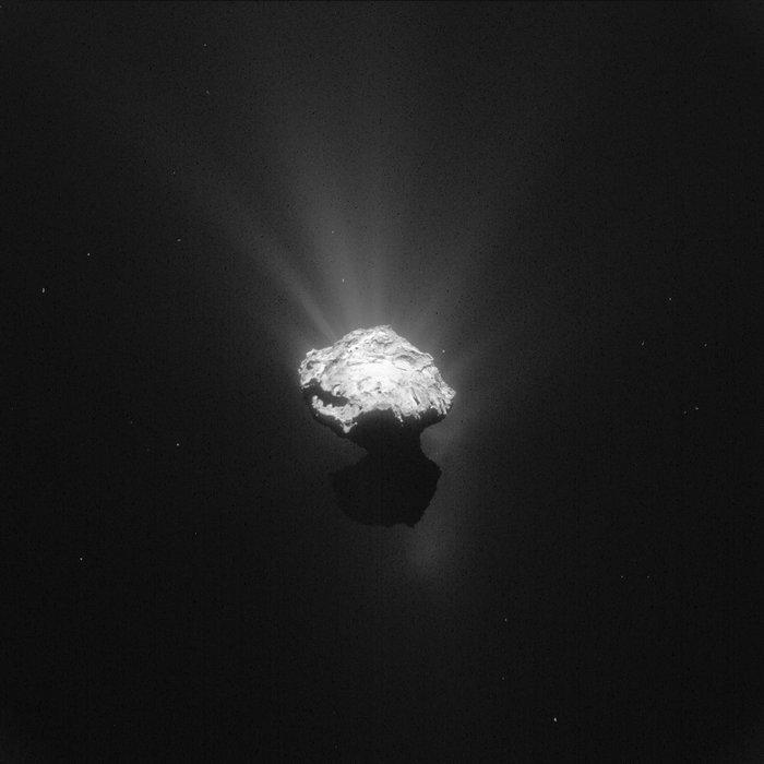 彗星探査機ロゼッタが捉えたチュリュモフ・ゲラシメンコ彗星の神秘的な姿_d0063814_14542545.jpg
