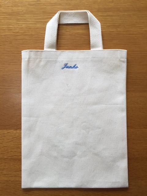 友人宅への手土産は名前入り刺繍バッグ♪_c0316026_19331266.jpg