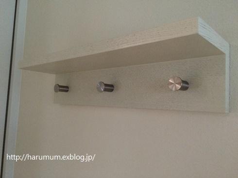 無印の壁につけられる棚にちょこっと小細工。_d0291758_23103491.jpg
