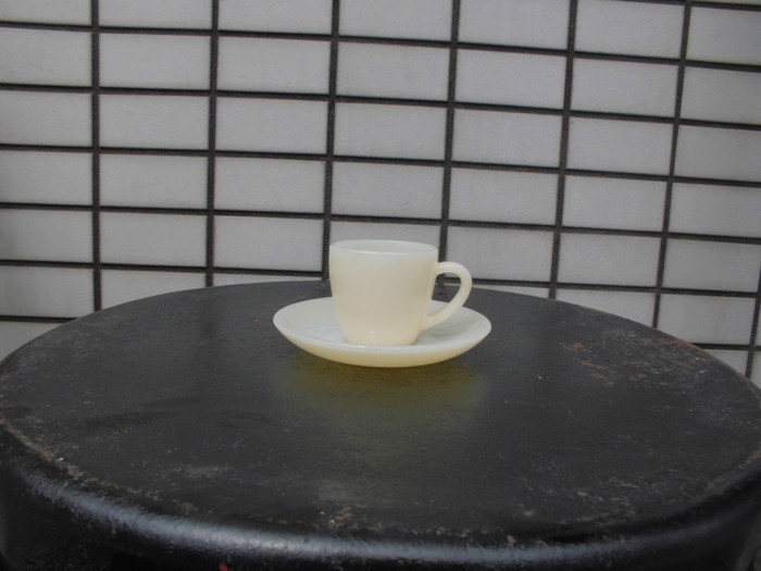 40\'s 50\'s Fire King Demitasse Cup&Saucer + 明日は、店休日_e0187362_1439161.jpg