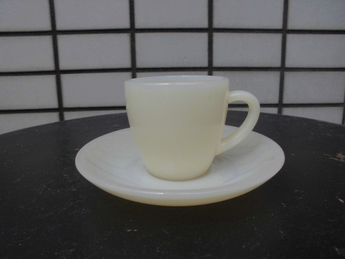 40\'s 50\'s Fire King Demitasse Cup&Saucer + 明日は、店休日_e0187362_14392925.jpg