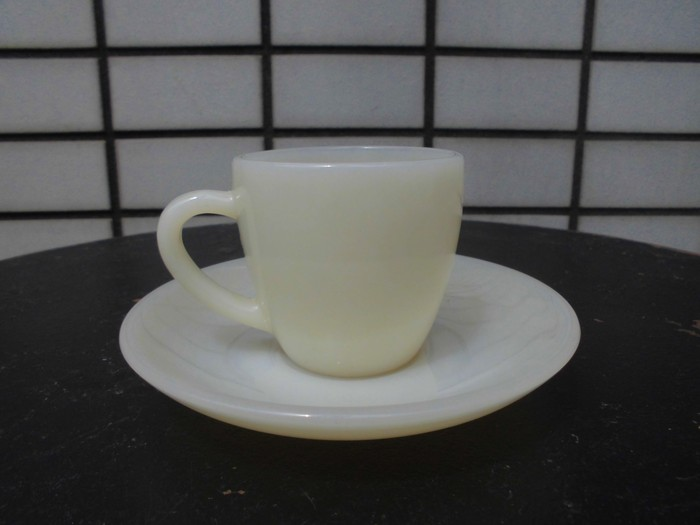 40\'s 50\'s Fire King Demitasse Cup&Saucer + 明日は、店休日_e0187362_14395733.jpg
