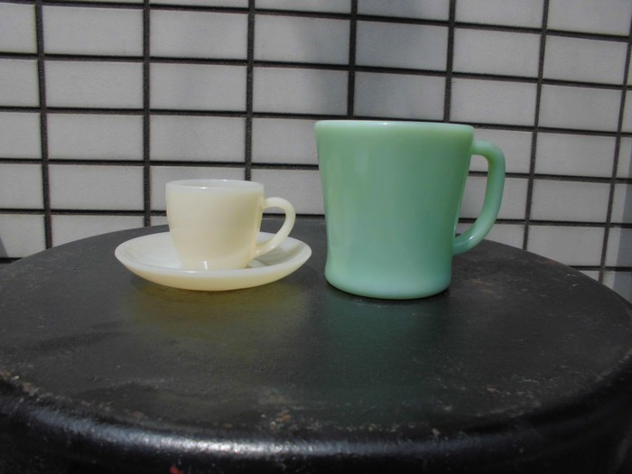 40\'s 50\'s Fire King Demitasse Cup&Saucer + 明日は、店休日_e0187362_1441329.jpg