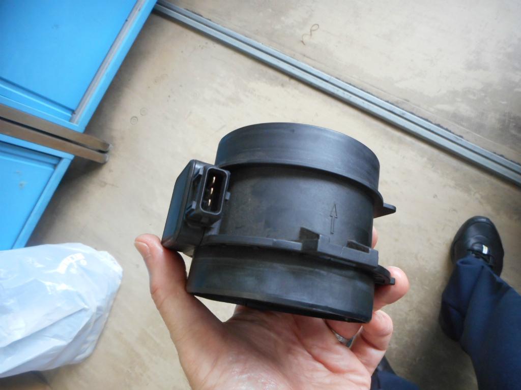 BMW X5 エアセンサーの交換_c0267693_16051074.jpg