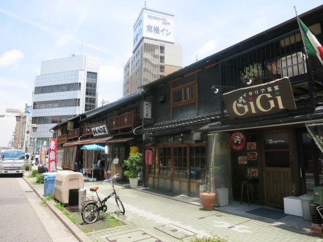 名駅3丁目の木造建築_f0016320_17535229.jpg
