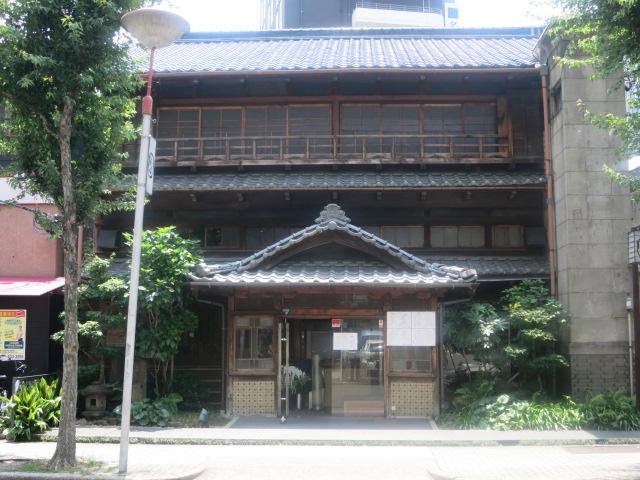 名駅3丁目の木造建築_f0016320_1754146.jpg