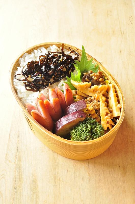 肉味噌タケノコ弁当_b0171098_6551911.jpg