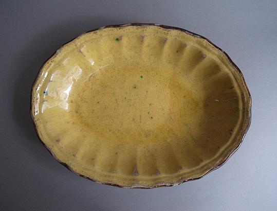 黄釉の楕円深皿_e0111789_1035335.jpg