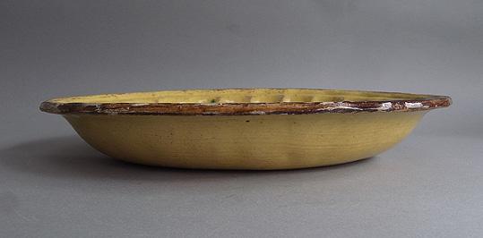 黄釉の楕円深皿_e0111789_1041143.jpg