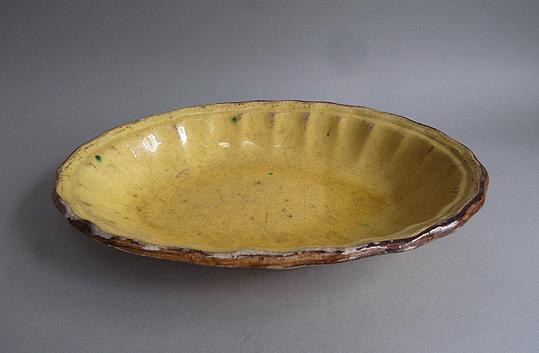 黄釉の楕円深皿_e0111789_104264.jpg