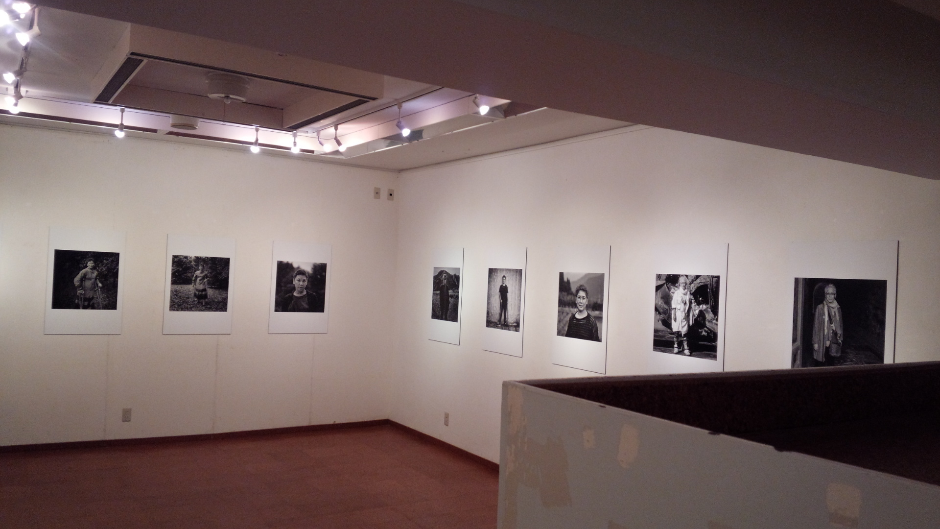 宙づりというサスペンス + 写真展「深谷正子 ダンスの犬へ」_b0019333_21341854.jpg
