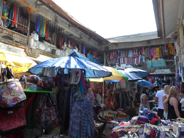 バリ島へ行く。⑩ ~王宮と市場の町ウブドへ~_f0232060_20273310.jpg