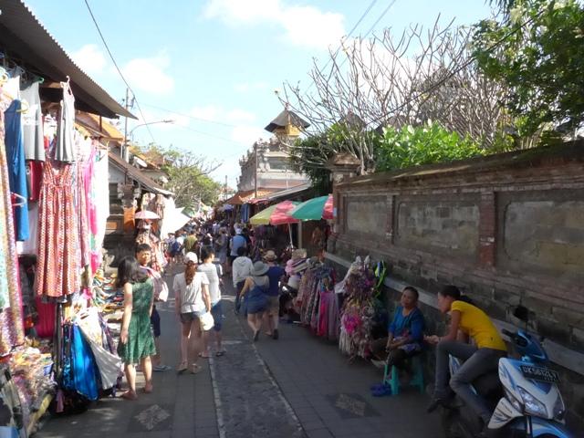バリ島へ行く。⑩ ~王宮と市場の町ウブドへ~_f0232060_20292730.jpg