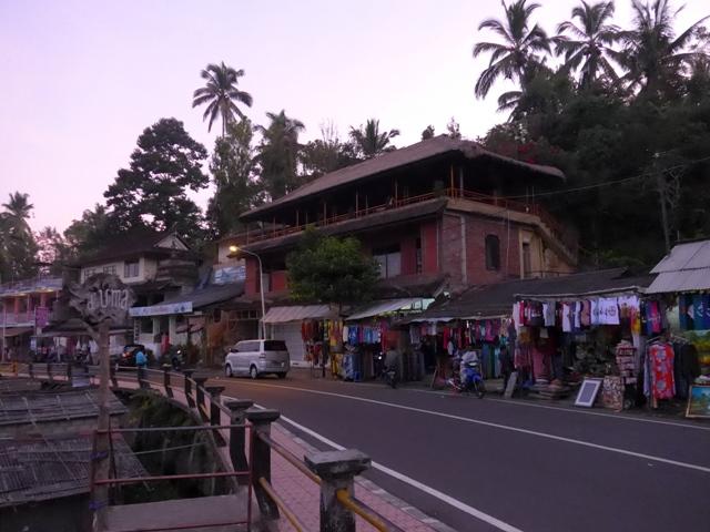 バリ島へ行く。⑩ ~王宮と市場の町ウブドへ~_f0232060_20474633.jpg