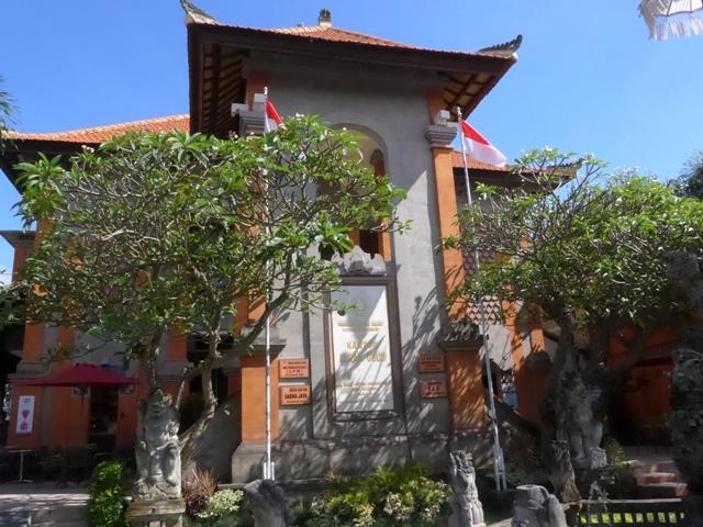 バリ島へ行く。⑩ ~王宮と市場の町ウブドへ~_f0232060_2161177.jpg