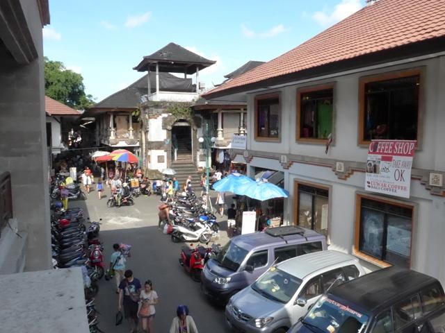 バリ島へ行く。⑩ ~王宮と市場の町ウブドへ~_f0232060_2185662.jpg