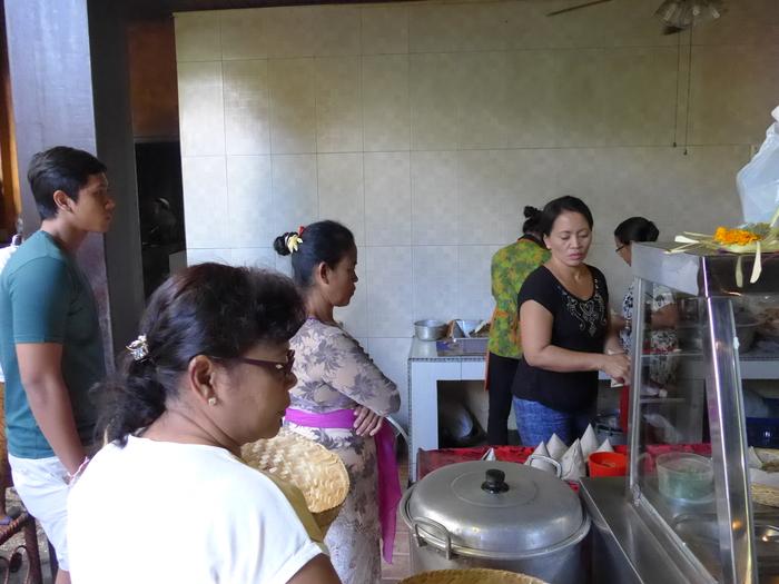 バリ島へ行く。⑪ ~バリ地元料理バビグリンを食す~_f0232060_2273219.jpg