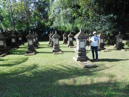 バンリ隊英雄墓地(仮名)を訪れる_d0083068_11501013.jpg