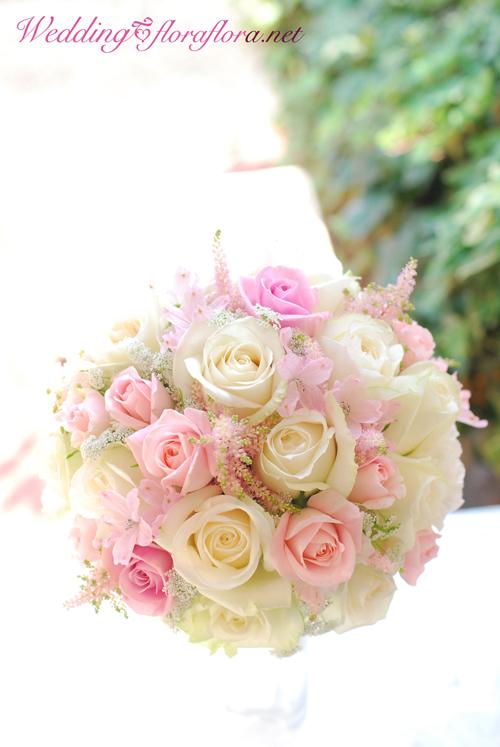 砂糖菓子のように…ミルキーホワイトとベビーピンクのバラのお花のラウンドブーケ delivered to アニヴェルセルみなとみらい様_a0115684_19314254.jpg