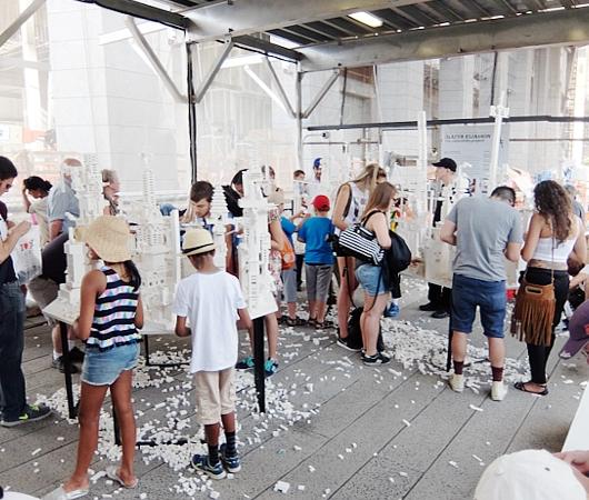 NYの空中公園に、レゴ・ブロックで自由に遊べるユニークな空間アート出現中 The collectivity project_b0007805_22174990.jpg