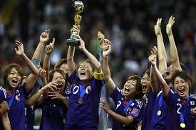 「芝の上のなでしこ」:女子サッカーの「なでしこ維新」は「明治維新」に匹敵する!?_e0171614_99265.jpg
