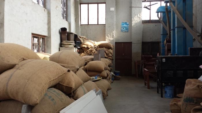 エベレスト・コーヒーの焙煎工場_e0155231_12421058.jpg