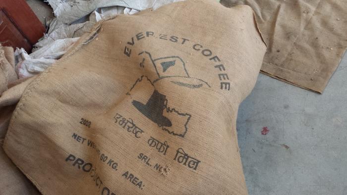 エベレスト・コーヒーの焙煎工場_e0155231_1259345.jpg