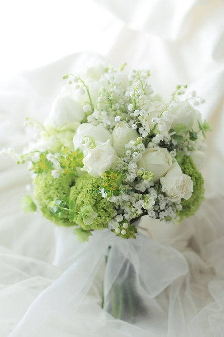 クラッチブーケ メゾン ポール・ボキューズ様へ、白のバラとスズランとカスミソウ_a0042928_16474028.jpg