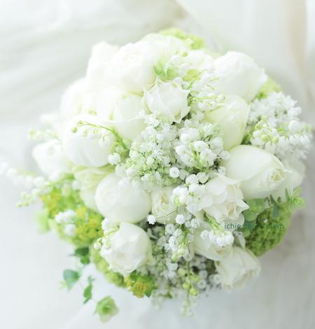 クラッチブーケ メゾン ポール・ボキューズ様へ、白のバラとスズランとカスミソウ_a0042928_16515660.jpg