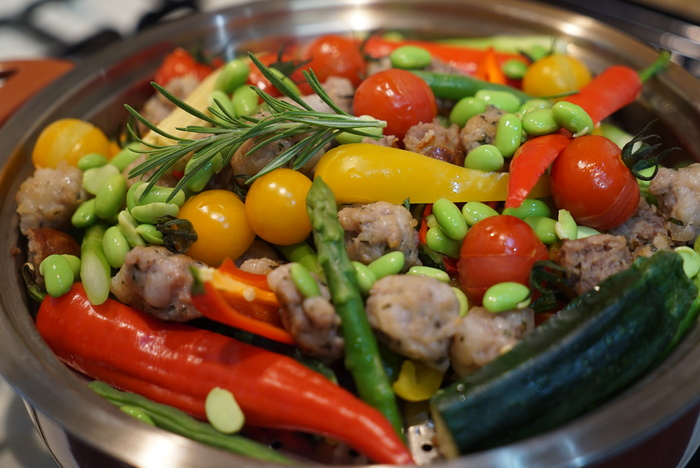 カラフル夏野菜と自家製サルシッチャで、真夏の蒸し野菜鍋。_a0223786_8245692.jpg