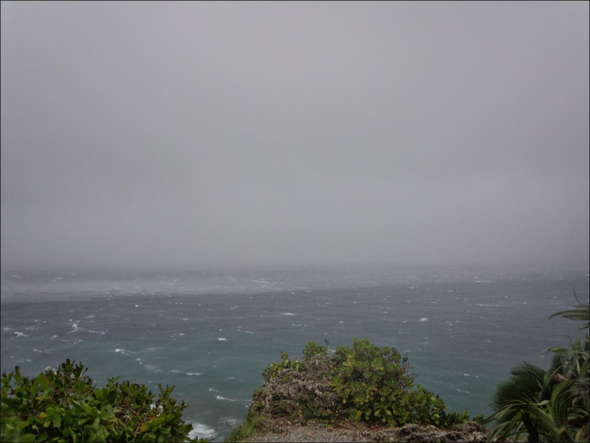 7月10日今朝もまだ暴風域です_c0070933_10522854.jpg