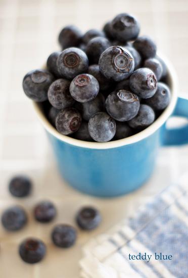 blueberries in season  フレッシュブルーベリー_e0253364_1814490.jpg