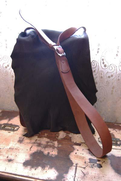 鹿革と牛革のコンビ 斜めがけバッグ_f0155891_1423750.jpg